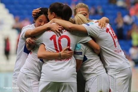 Lyon Man City Group Hug